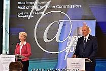 Ursula von der LEYEN -Predsednica Evropske komisije-, Janez JANSA -predsednik Vlade Slovenije-