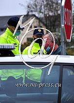 Policija nadzira prehod med obcinami.