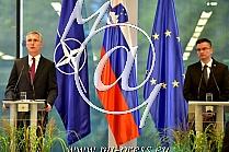 Jensa STOLTENBERG -generalni sekretar zveze NATO-, Marjan SAREC -predsednik vlade Slovenije-