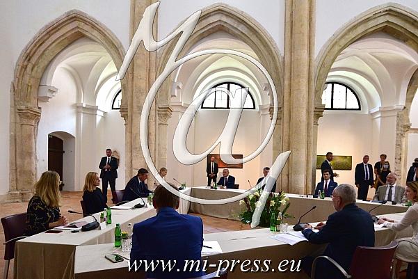 Borut PAHOR -predsednik Slovenije, Zoran MILANOVIC -predsednik Hrvaske, Alexander van der BALLEN -Predsednik Avstrije-